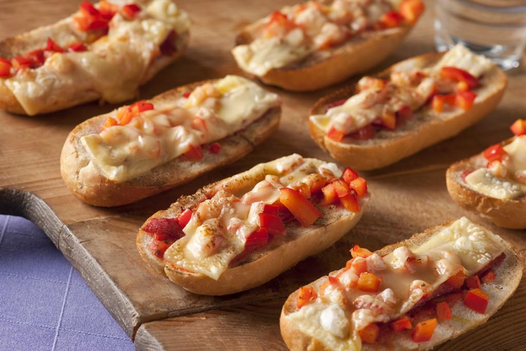 Vleeschwaar Recept - Homemade minipizza cervelaat