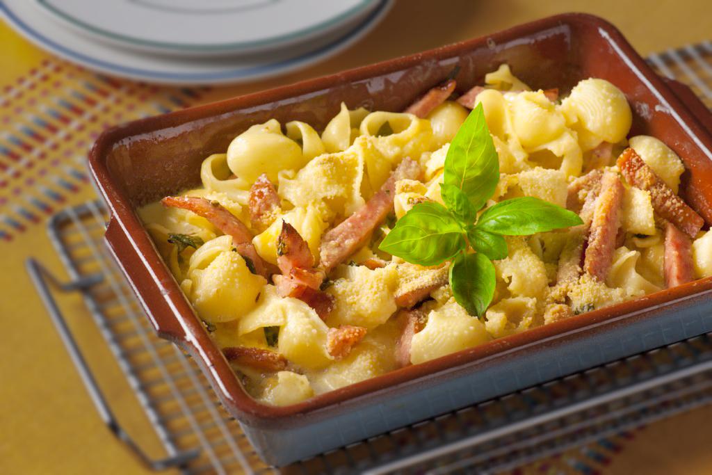 Vleeschwaar-Recept-Power-pasta-met-gekookte-worst-1024x683-32