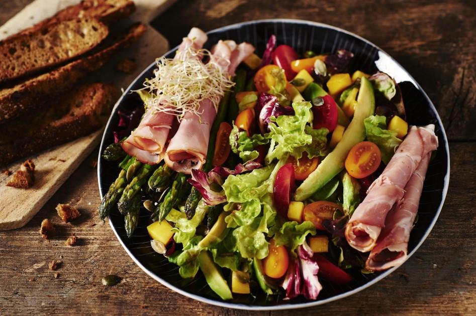 Vleeschwaar-Salade_gekookte_ham02 Naomi van As