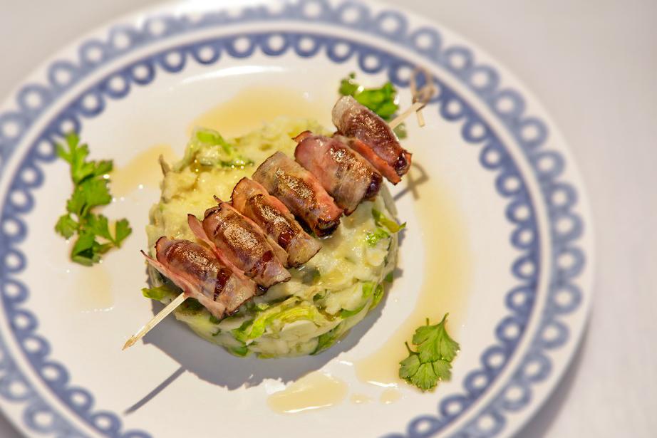 Vleeschwaar-recept-24-Kitchen-Rauwe-andijviestamppot-met-chorizo-olie-vleeswaren-1024x683-29-stamppot-andijvie-chorizo-