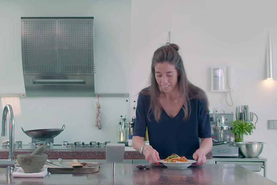 Vleeschwaar recept Naomi van As video kipfilet wok