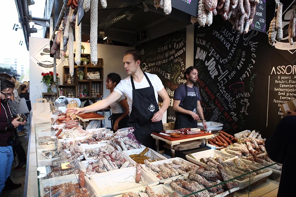 Vleeschwaar uit Food Festival Amsterdam vleeswaren worst kraampje