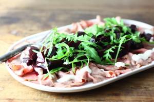 Vleeschwaar recept vleeswaren Francesca Kookt Rosbief carpaccio met balsamico bietjes
