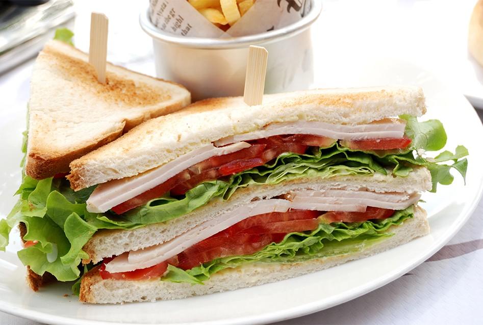clubsandwich-kipfilet-vleeswaren-smulweb-vleeschwaar-recept
