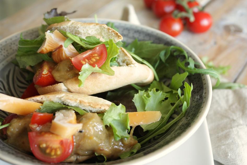 Vleeschwaar recept broodje gerookte kip rabarber chutney Francesca Kookt vleeswaren