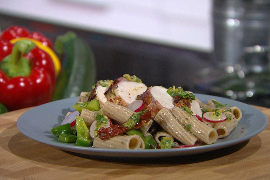Vleeschwaar recept dragon kip kruidige pastasalade ontbijtspek parmezaanse kaas vleeswaren