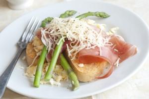 Vleeschwaar vleeswaren recept carpaccio parmaham gegrilde asperges