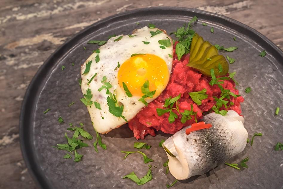 Vleeschwaar-recept-Hamburgse-lapskaus-Aardappel-bietenpuree-corned-beef-vleeswaren-15