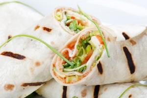 Vleeschwaar recept Italiaanse saladewraps kipfilet mozzarella vleeswaren wrap salade