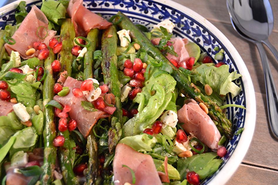 Vleeschwaar recept salade groene asperges coburger ham vleeswaren