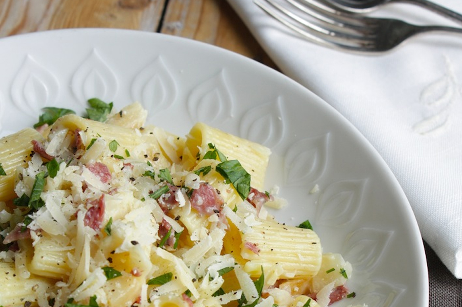 Vleeschwaar vleeswaren recept pasta met knolselderij en gekookte ham