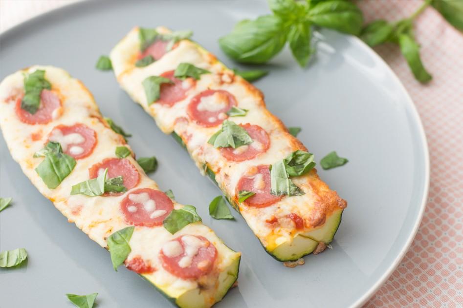 Vleeschwaar vleeswaren recept pizza courgette bootje pepperoni salami ham