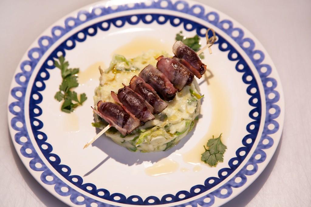 vleeschwaar-recept-24-kitchen-rauwe-andijviestamppot-met-chorizo-olie-vleeswaren-1024x683