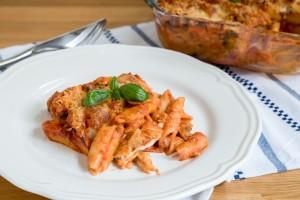 Penne-ovenschotel met kip, broccoli en champignon